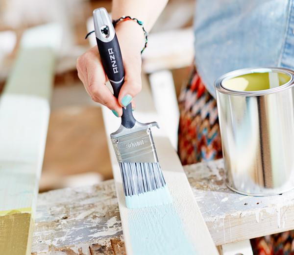 måla ljusblått pensel